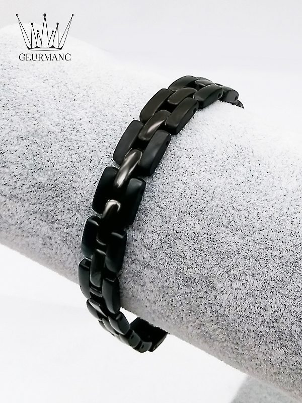 Lukas dandy black <gemstone: 8 germanium + 9 rocky stone> (English)